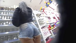 FAT ASS Above-board BIG ASS IN JEAN SHORTS