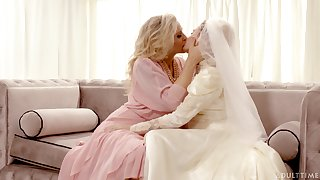 Hot babe Julia Ann turns a wedding buy a really kinky pussy licking workout