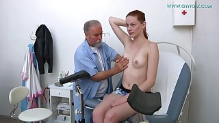 Doctor Plays With Cute Darkhaired Babe's Twat