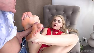 Footjob relaxation and hardcore pussy indoctrinate with sexy Caty Kiss