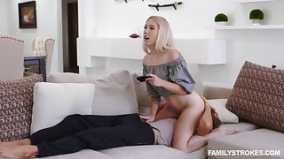 Snickering charming blonde babe Paisley Bennett loves facesitting and 69 sex
