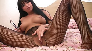Solo cutie hither fishnet stockings plays with her glass sex toy
