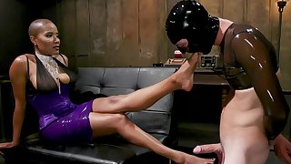 Dominant Ebony treats her male slave with harsh XXX